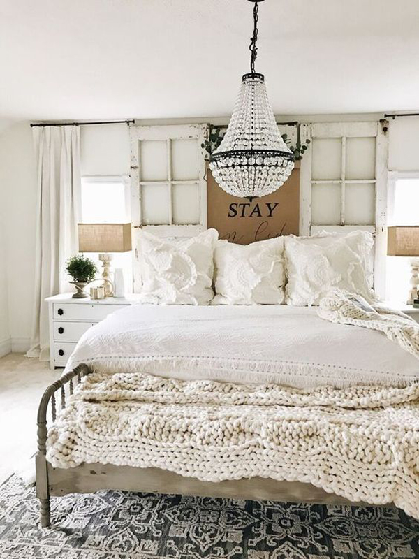 vintage-bedroom-style-with-chandelier