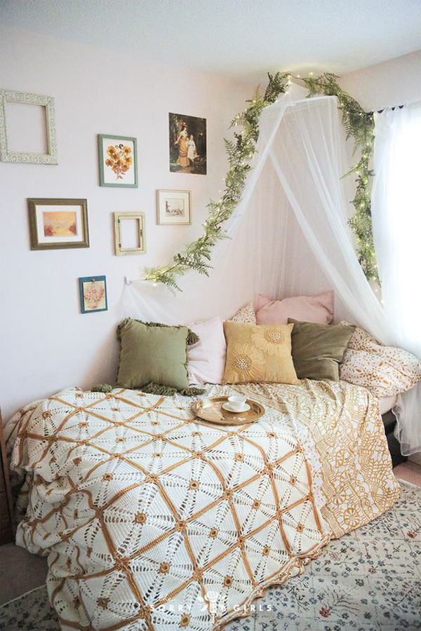 whimsical-vintage-bedroom-with-canopy