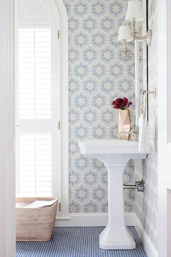 blue-starburst-wallpaper-for-bathroom