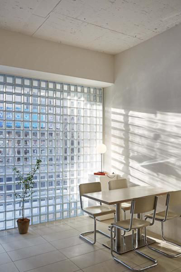 bright-dining-room-with-glass-block-wall