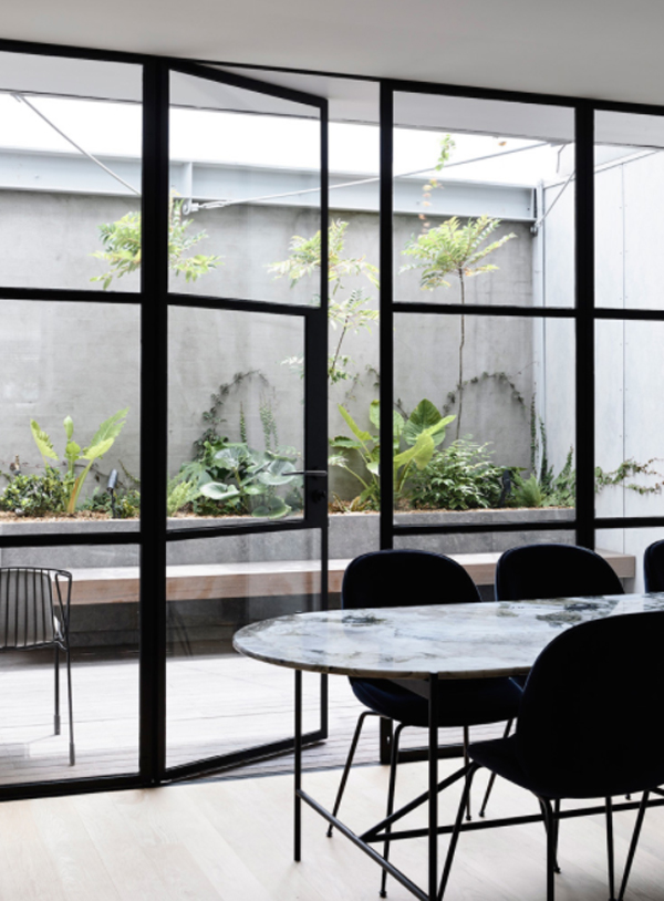 contempory-dining-room-with-outdoor-lounge-areas