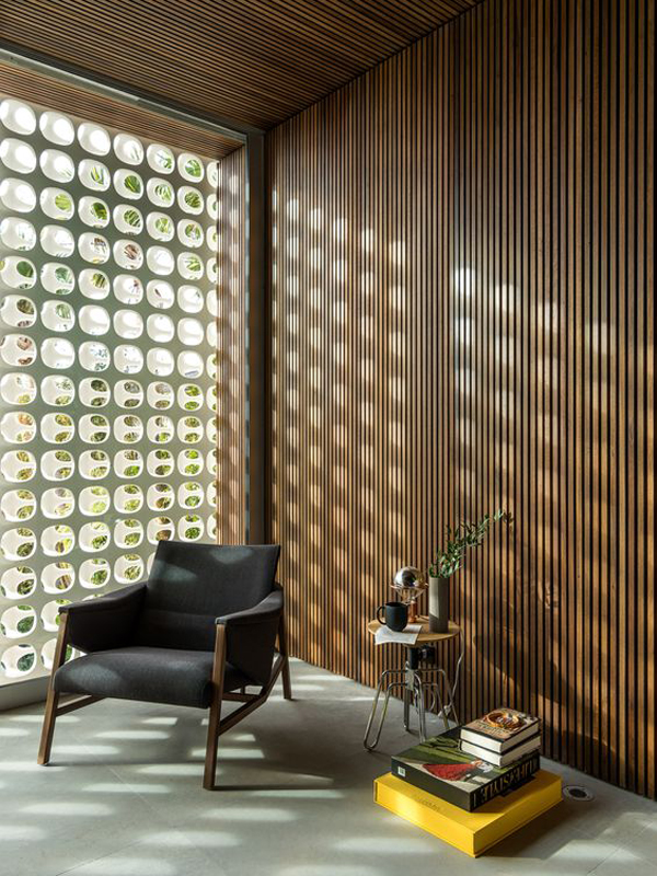 contempory-reading-nook-with-glass-block-wall