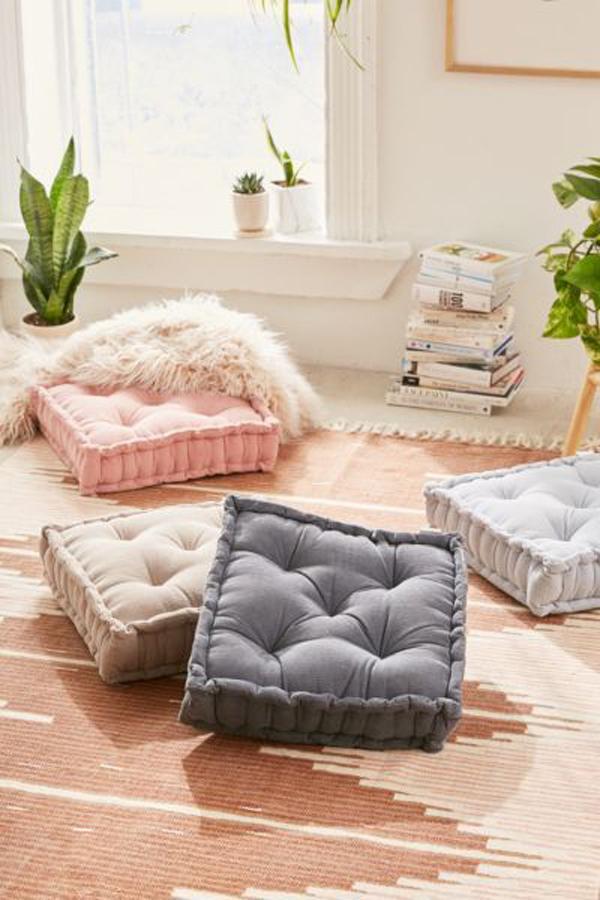 cozy-reading-nooks-with-floor-pillow
