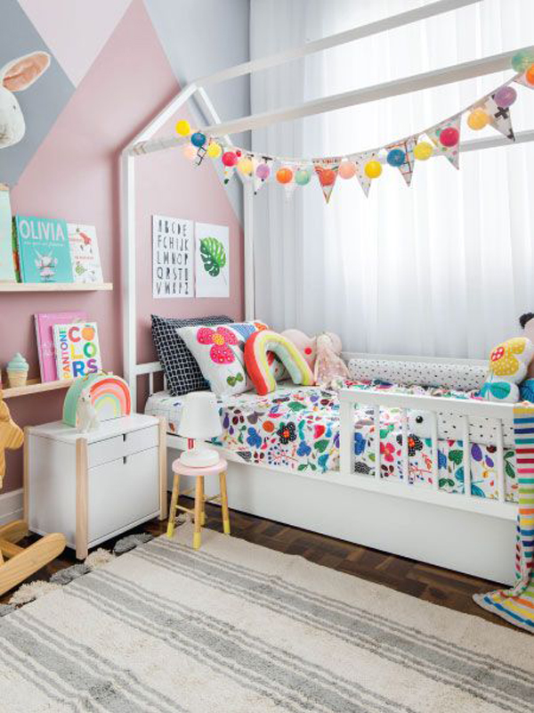 cute-bunk-beds-with-rainbow-decoration