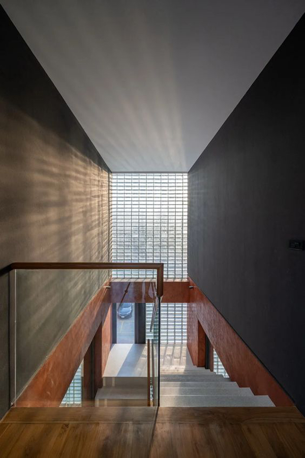 glass-block-walls-for-stairs