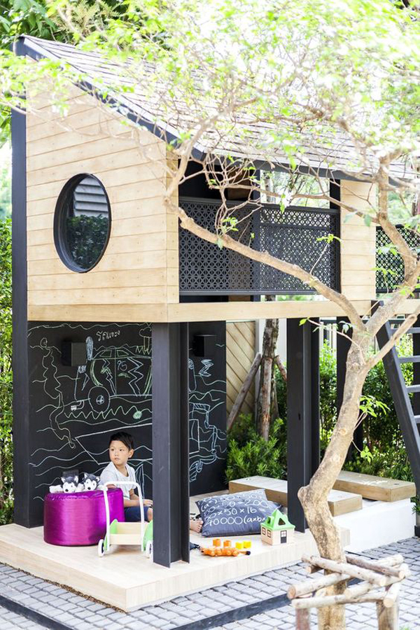 kids-treehouse-with-chlakboard-play
