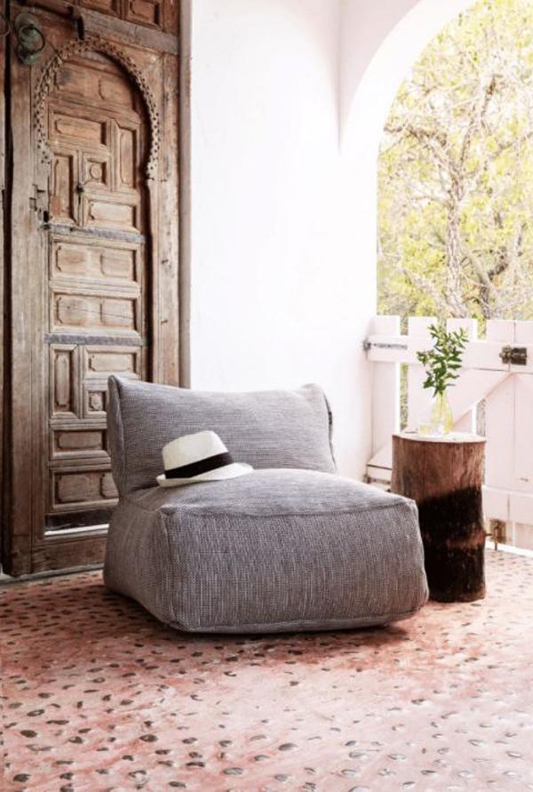 outdoor-bean-bag-reading-nook