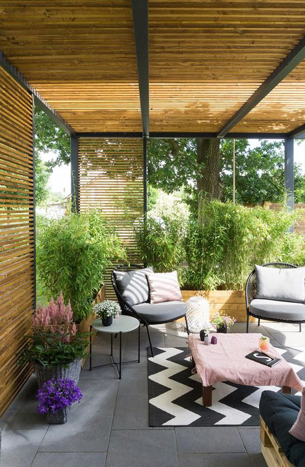 private-indoor-outdoor-living-area-with-wood-pallet-wall