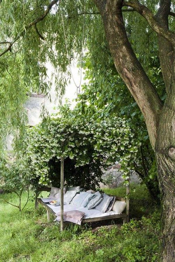 secret-garden-ideas-with-benches