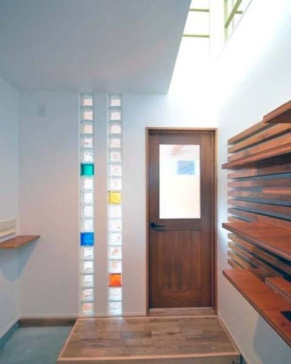 simple-glass-block-in-front-door