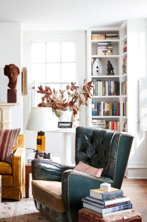 simple-home-library-in-the-corner
