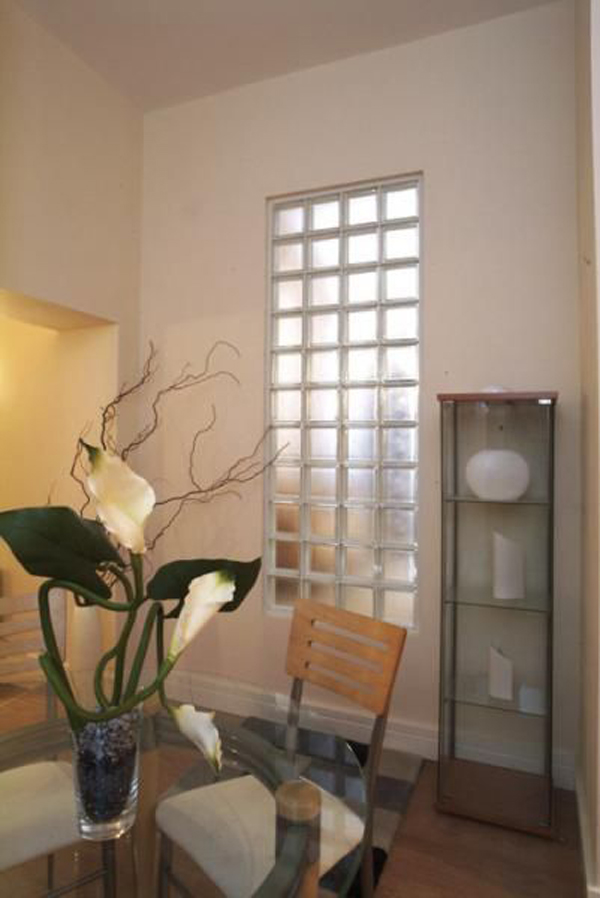 small-dining-room-design-with-glass-block-walls