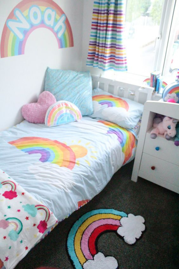 small-rainbow-themed-bedroom-design