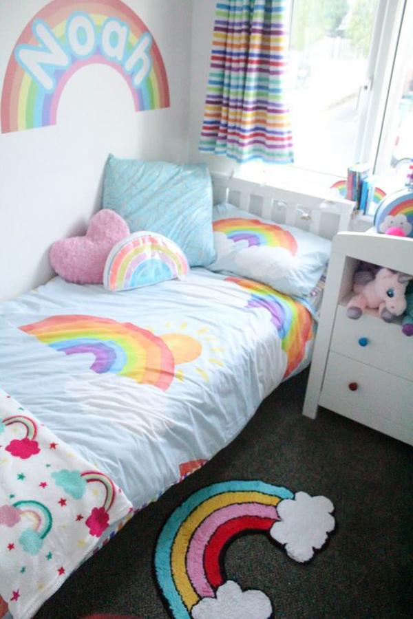small-rainbow-themed-bedroom-design