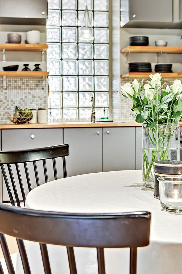 trendy-kitchen-wall-with-glass-block