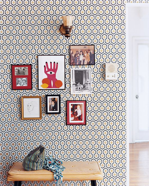 unique-wall-accent-with-photo-frame-decor