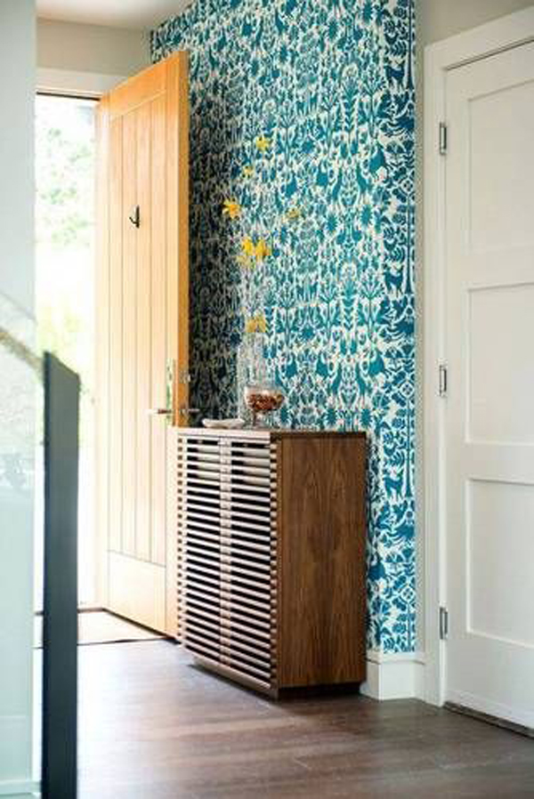 vibrant-wallpaper-ideas-for-your-entryway