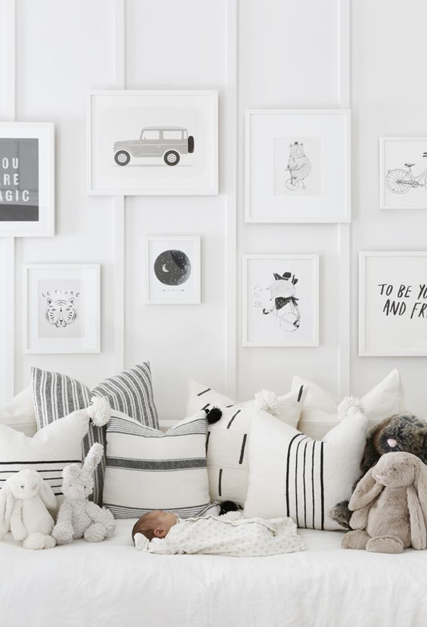 black-and-white-gallery-walls-for-boys-room