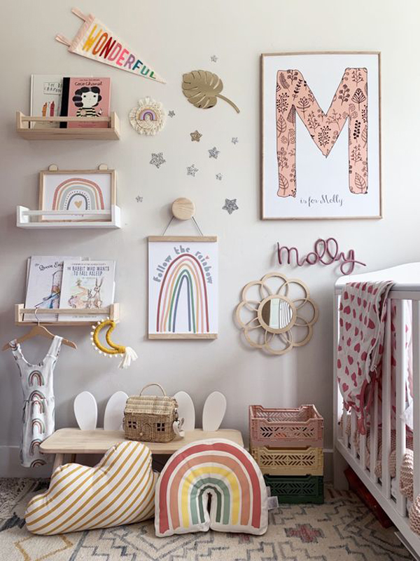 boho-chic-gallery-wall-with-bookcase-design