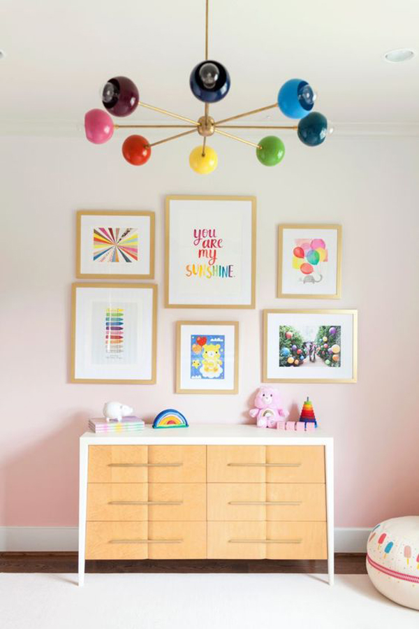 cheerful-gallery-frame-walls-for-little-girl-room
