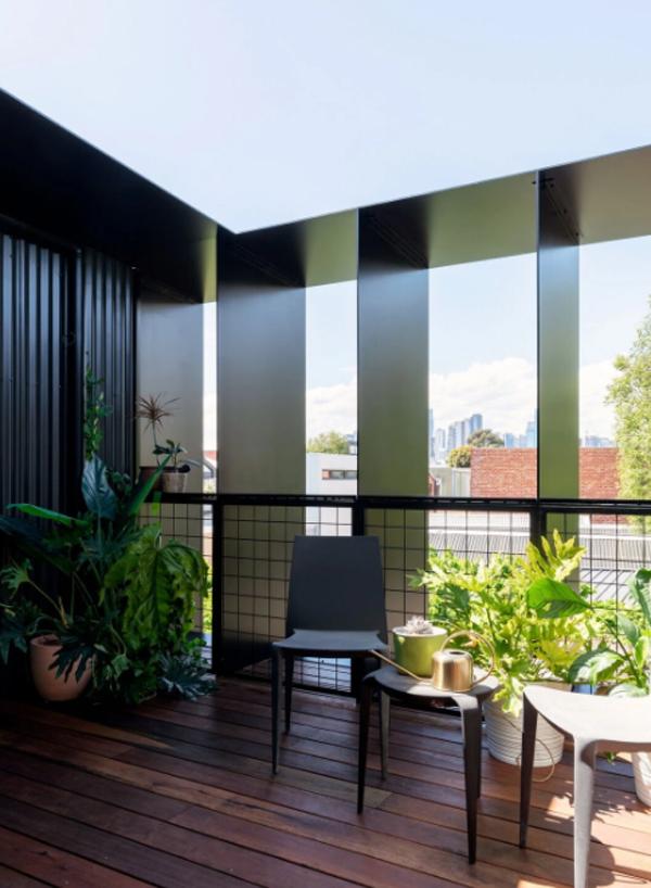 cozy-open-private-balcony-decor