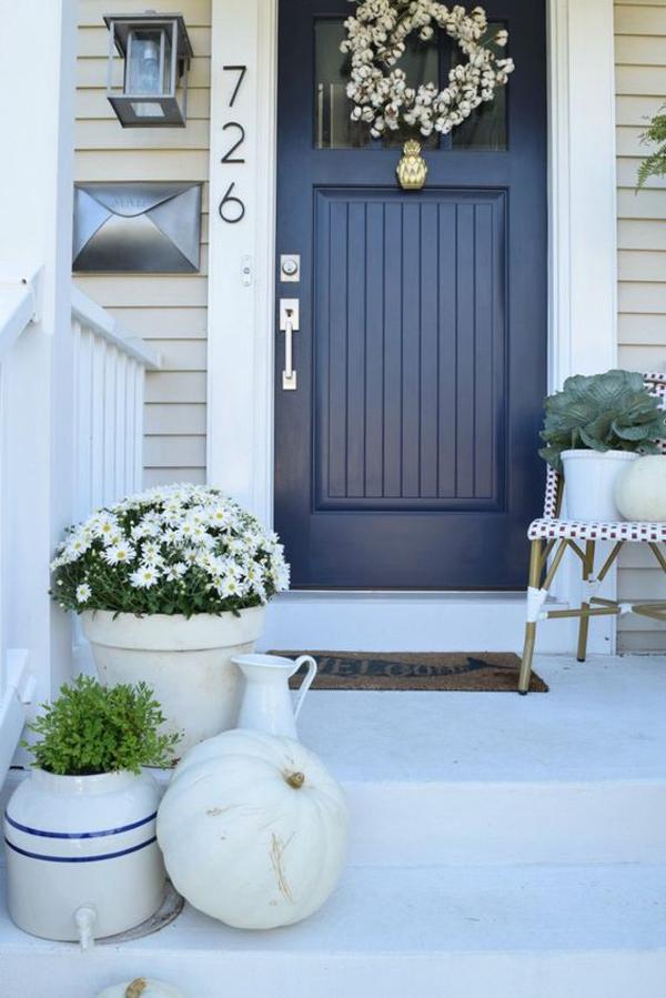 dark-blue-front-door-decoration