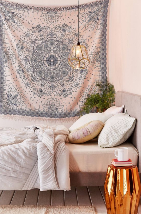 dorm-room-with-tapestry-wall-decor