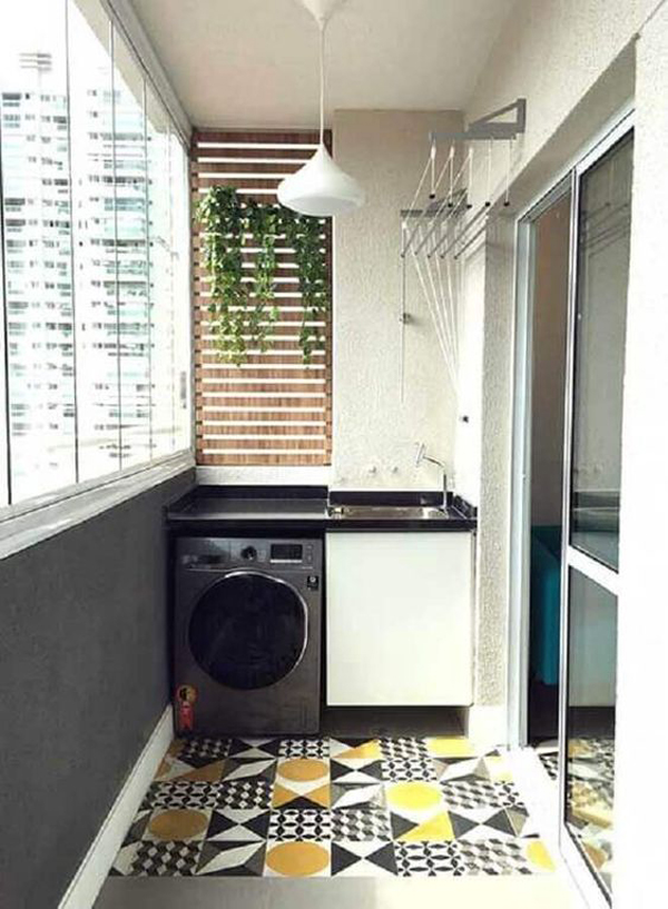 functional-laundry-and-drying-room-in-the-balcony
