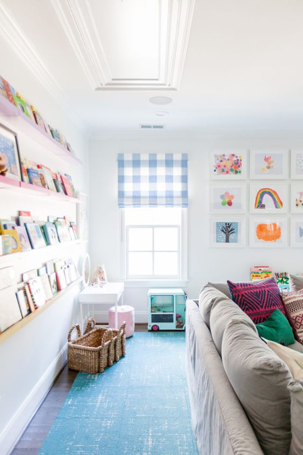 kid-friendly-living-room-with-home-library