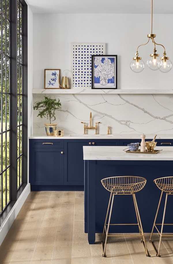 open-gold-kitchen-decor-with-blue-color