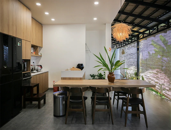 open-tropical-dining-room