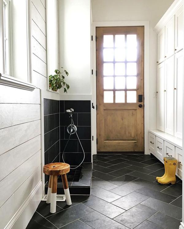 stylish-black-dog-wash-stations