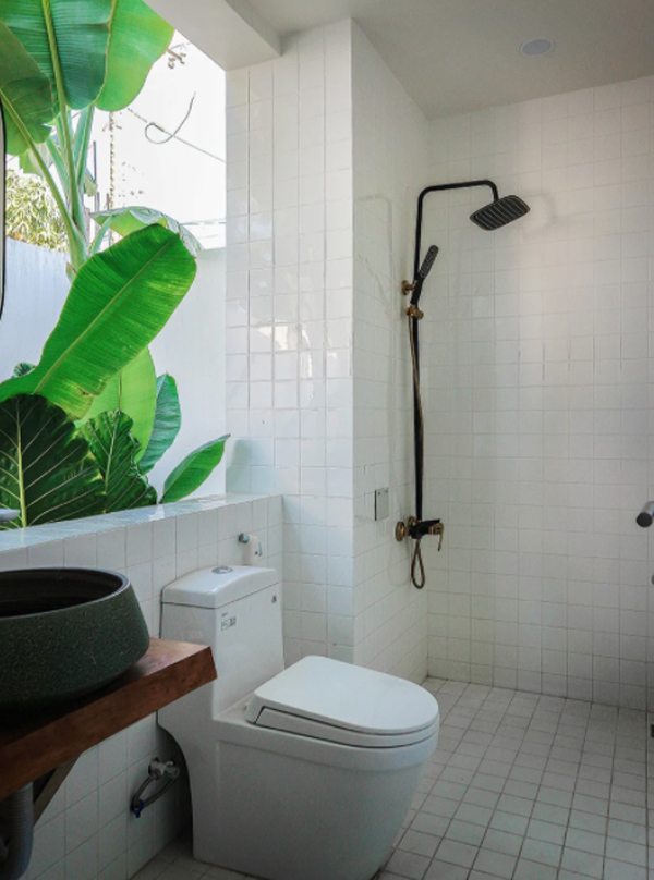 tropical-bathroom-and-shower-design-with-outdoor