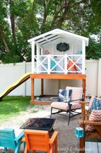 backyard-living-space-with-playhouses