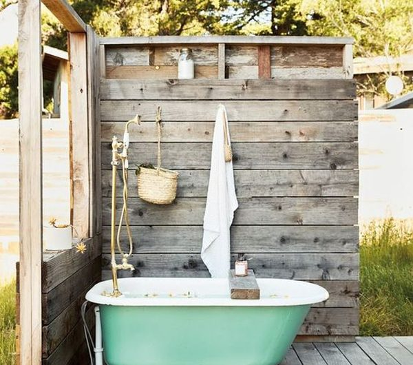 20 Inspiring Outdoor Tub Ideas Like A Holiday