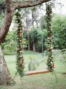 christmas-inspired-floral-tree-swing-ideas