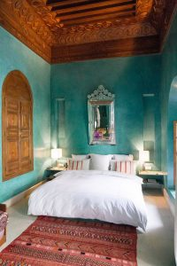 classic-blue-bedroom-with-morroco-style
