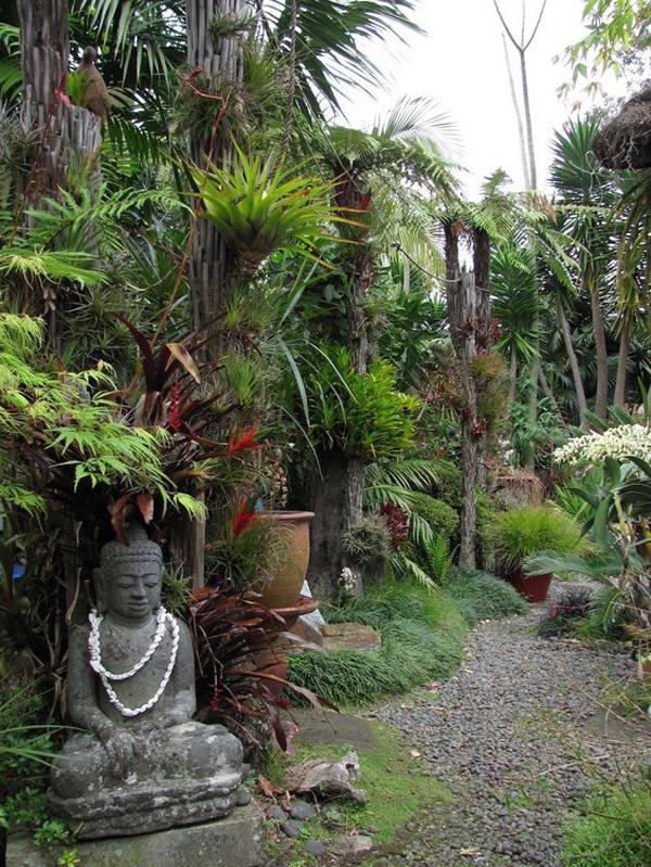 ethnic-balinese-garden-decoration