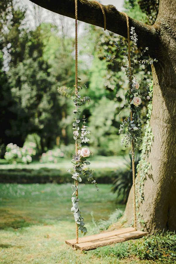 floral-tree-wedding-swings-with-beautiful-view