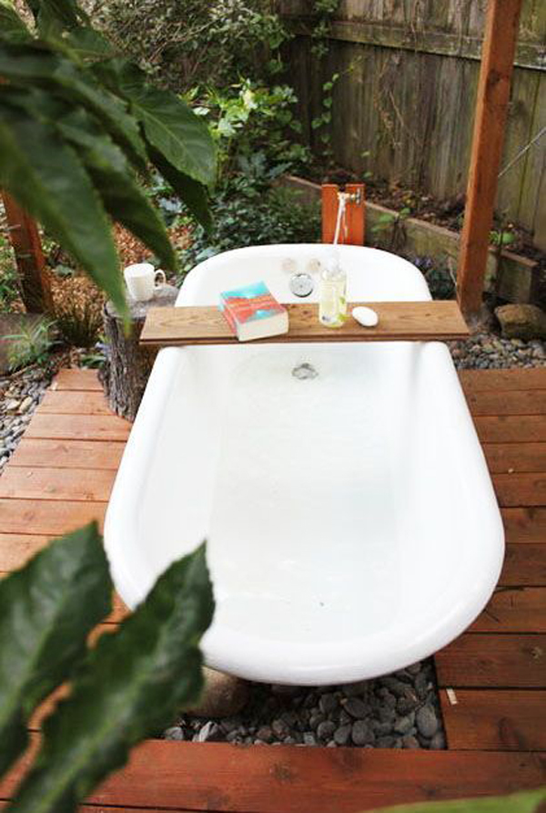 free-standing-outdoor-tub-for-relaxing
