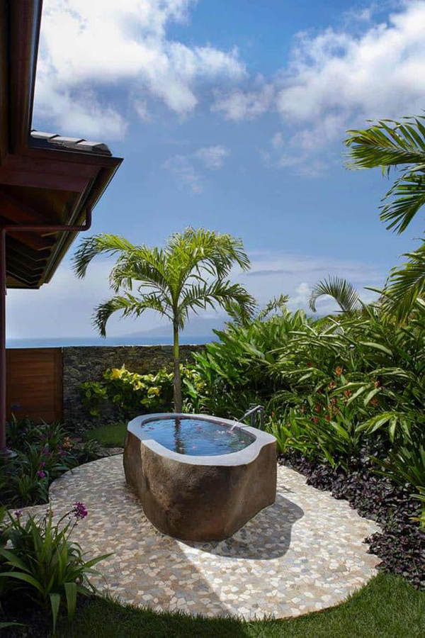 incredible-outdoor-tub-with-rain-water