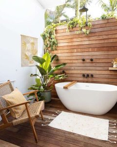 minimalist-outdoor-tub-with-wood-accents