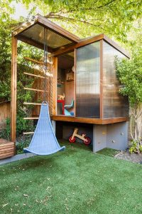 modern-kid-treehouse-in-the-backyard