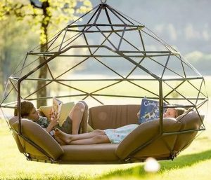 modern-outdoor-reading-nook-with-hanging-chairs