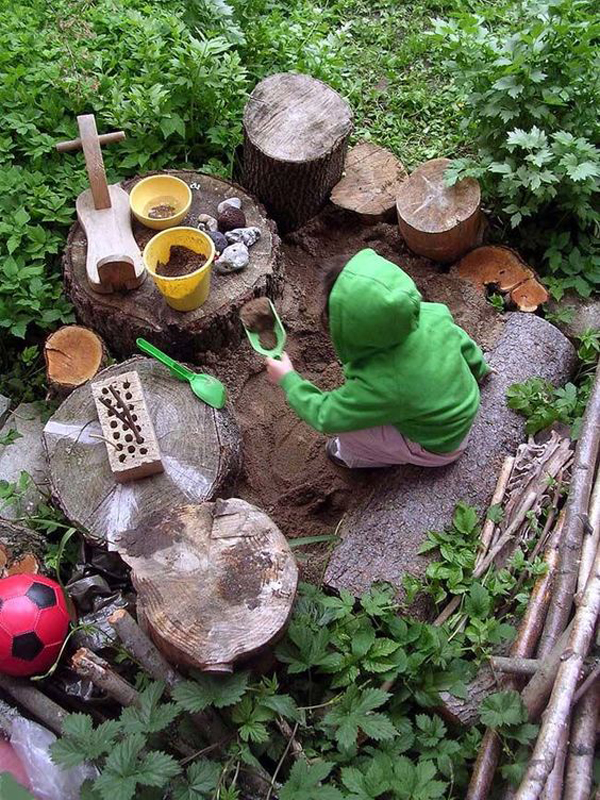 nature-inspired-sandbox-with-log-decoration