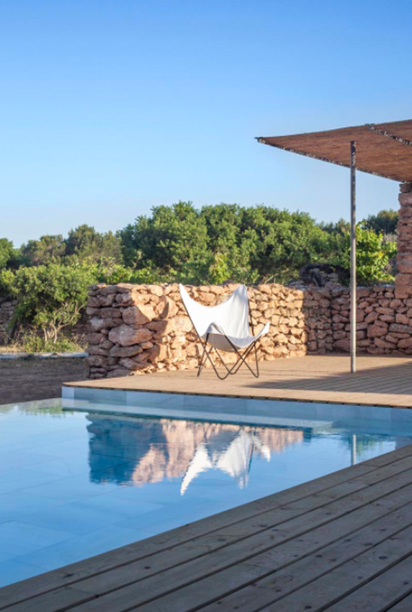 outdoor-and-lounge-pool-by-maria-castello