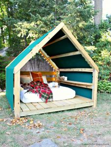 outdoor-cabana-lounge-with-reading-nook