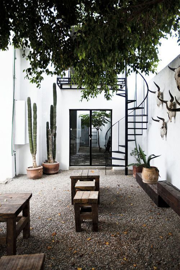 outdoor-dessert-style-with-staircase-design