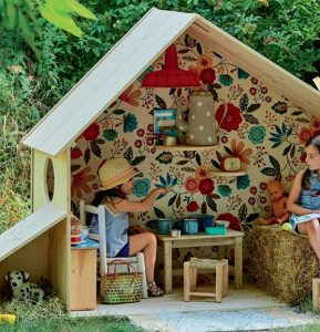 outdoor-kid-playhouse-with-reading-nook