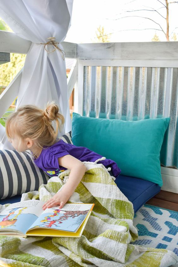 outdoor-kid-reading-nook-with-beanbags
